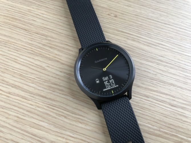 Garmin Vivomove HR watch display