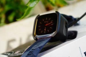 Fitbit Versa 2: charging cradle