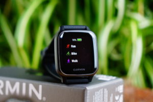 Garmin Venu Sq: display easy to read and rich in contrast